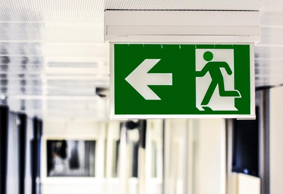 1952 emergency exit 1321134 1280 pixabay beskuren