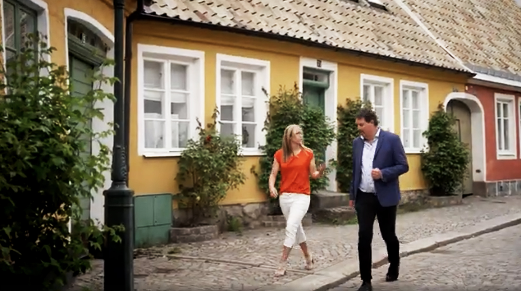 Photo of two people walking the cosy streets of Lund.