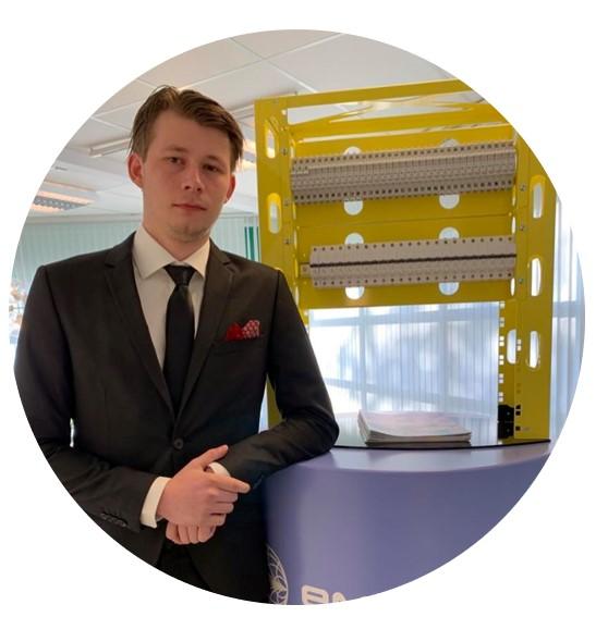 Nicklas Erixon, working at sales department at Emcomp