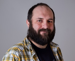 Porträttbild av Tom Kettunen