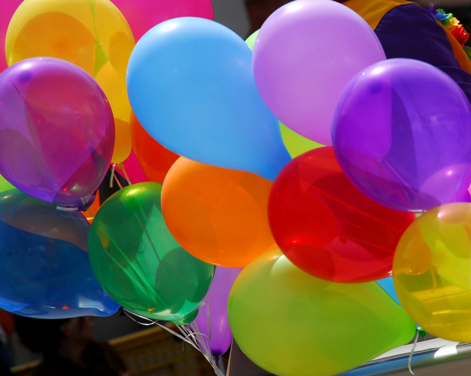 Flera ballonger i olika färger
