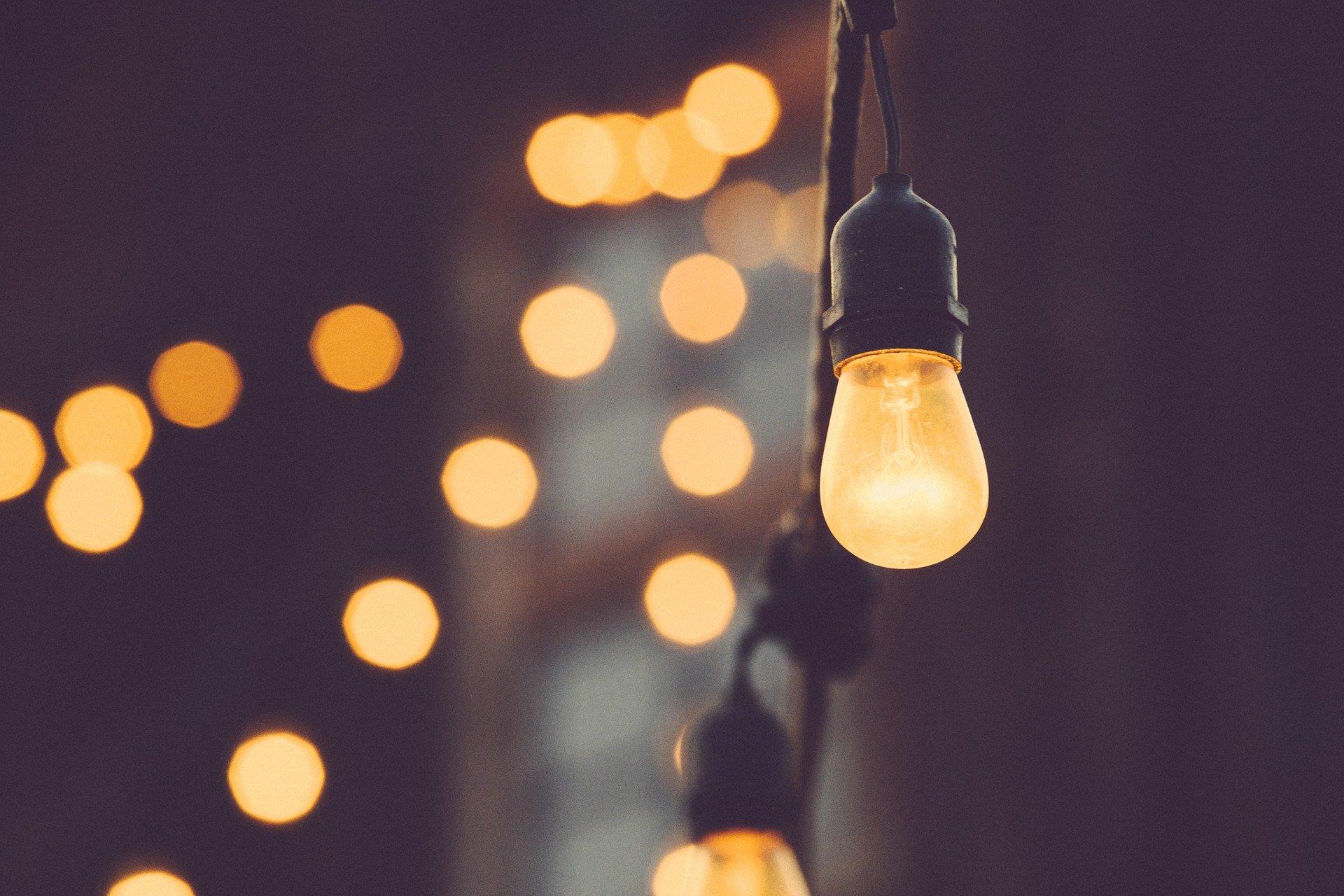 12443 light bulb 1209491 1920