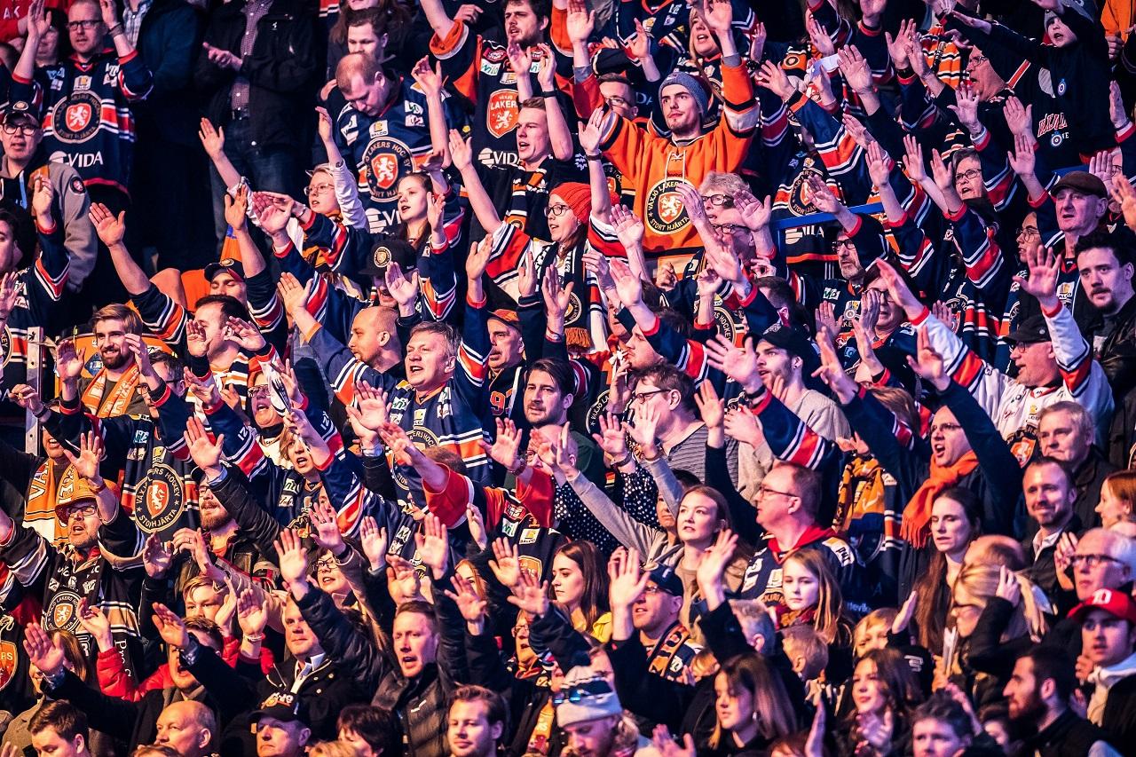 184 fansen jublar